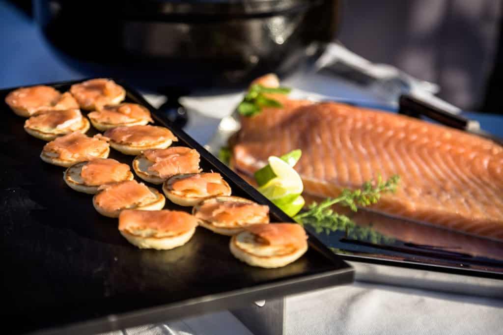 Carré d'Aix traiteur blinis au saumon